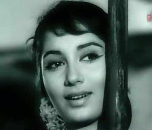 Superstar of 60s the beautiful #Sadhna, who brought the biggest hairstyle trend in India ever, breathes her last. RIP