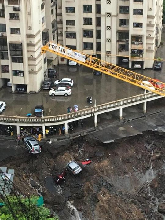 Land slide at Wadala Dosti Acres.  Entire building is evacuated. All resident are on Road. #MumbaiDisaster