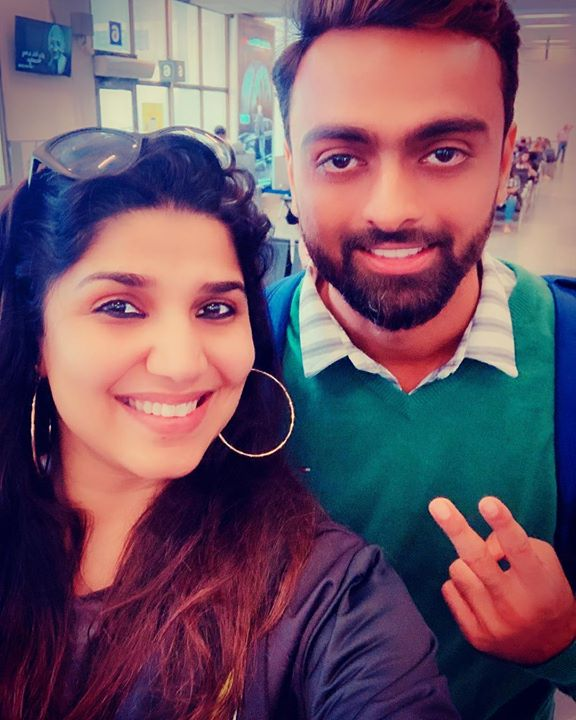 Met this super cool gentle man @jd_unadkat at ahmedabad airport, we fly to Lucknow @indigo.6e #Cricketer #RJ #lifestyle #travel #newfriends #gujaratis #gentlemansgame spoke abt @hardikpandya93 @rahulkl #coffeewithkaran @karanjohar @ranveersingh #respect #seeyouagain