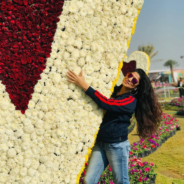 My exclusive trip at the flower show! I was specially invited to visit it before it opened for the city. You must have seen my Instagram and Facebook lives of that day... the flower show has been loved so much n has created such a huge buzz that yesterday the foot falls crossed every expectation n there were issues faced by the citizens. N so some decisions have been taken            1. The flower show won't end on 22nd but now will go on up to 31st Jan 2019 2. Every day ticket will be 10rs. 3. On 26th n 27th jan the ticket will be 50rs. These decisions have been taken to reduce the inconvenience to control the rush.