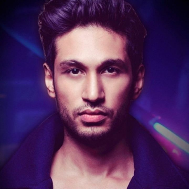 Meet the hottie Arjun Kanungo in Devaki ka Carobar today . Tune in to Red FM  youtube channel at 11:30am and here on my fb page.