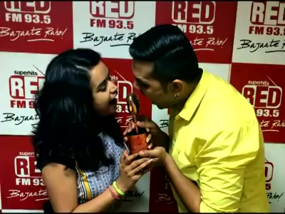 અમદાવાદી coloriya RJRocky & RJRIYA એ જીત્યો golden mike award. party ?? ? click on video to know more :)   https://www.facebook.com/RJRiya935RedFM/videos/684363711712434/