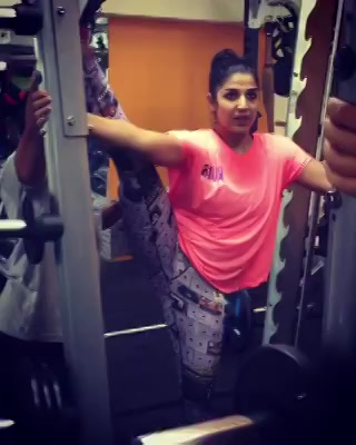 Jacqueline Fernandez's video challenged my guts if I too could pull off a full split standing or not, tried n succeeded....  Happy to share, make ur video n share it here in the link if even u can :) #Humfittoindiafit #FitnessChallenge