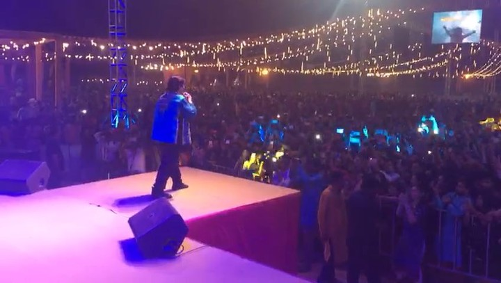 Magic of #PariHunMain with @falgunipathak12 in #RedRaasLive #LastRedRaasNight #17kppl the largest garba ever in ahmedabad. @nisha_narayanan and @hiren25779 without you two this wouldn't have happened. You have done magic. ❤️❤️❤️
