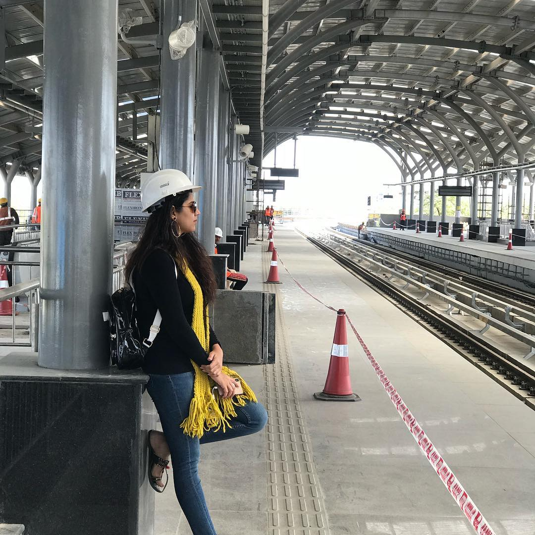 Waiting for my own #Metro before the world steps in. I will be your Shabri #ahmedabad ❤️❤️❤️ #Queen #Ahmedabadkirani #Indiakirani #Queengetsitall #Loveforthecity #AppearalParkStation #Depo