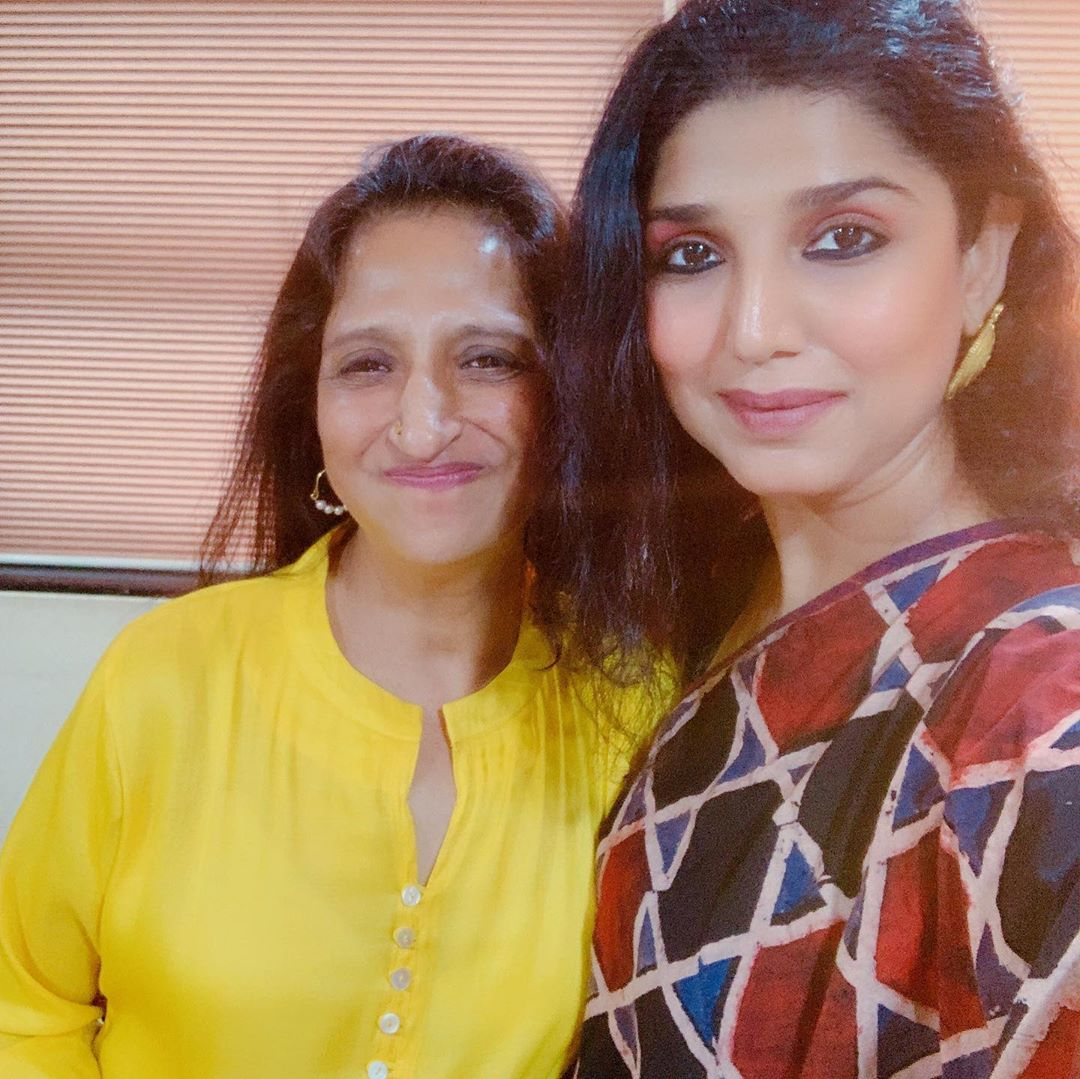 Talk Show with #KajalOzaVaidya and #ArunaIrani #WomenAudience #HouseFul had to put LED on the lower floor for the rest of the audience../ crazy response crazy fun #Mumbai