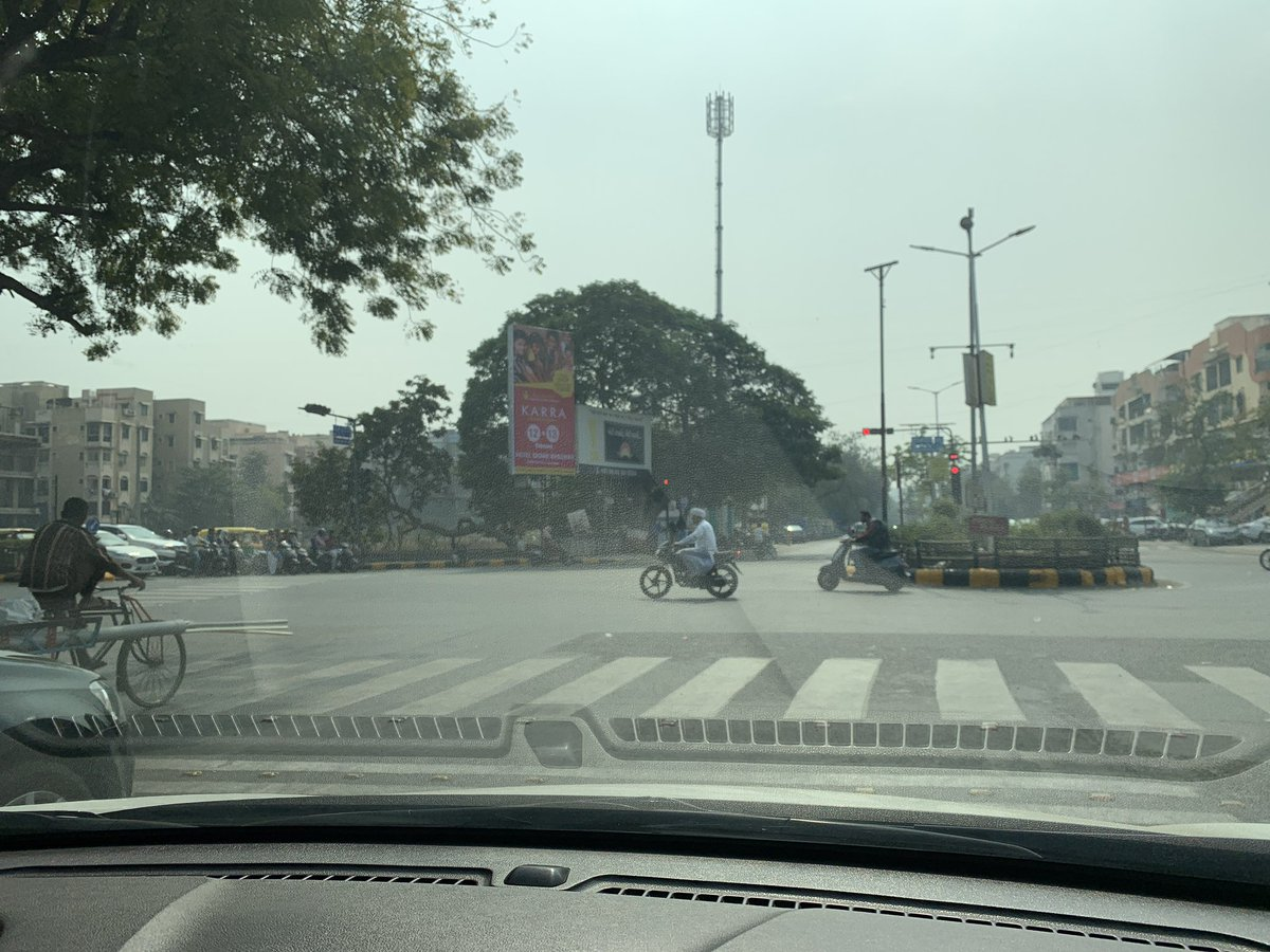 The only one standing over the zebra crossing is the one who won't ever get #EMemo 🤣🤣🤣 n look at us...: so cared n behind.... way to go @AhmedabadPolice #LiveByTheRules https://t.co/JmVJ8yDTfA